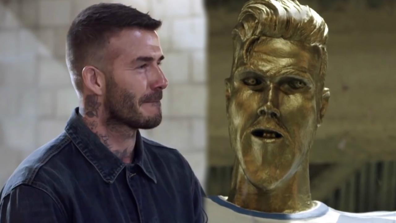 David Beckham in de maling genomen met lelijk standbeeld