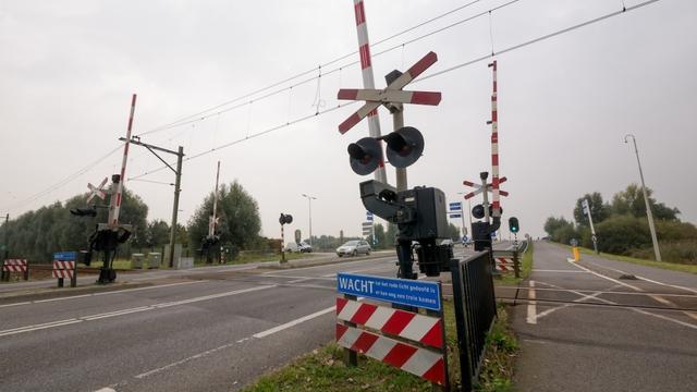 Werkzaamheden aan spoorwegovergang tussen Leiden en Alphen