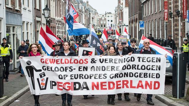 Protestoptocht Pegida door binnenstad Utrecht rustig verlopen