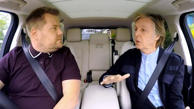 Paul McCarney zingt Beatles-liedjes met James Corden in de auto