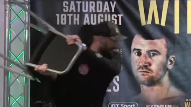 Tyson Fury grapt tegenstander te willen slaan met stoel in Belfast