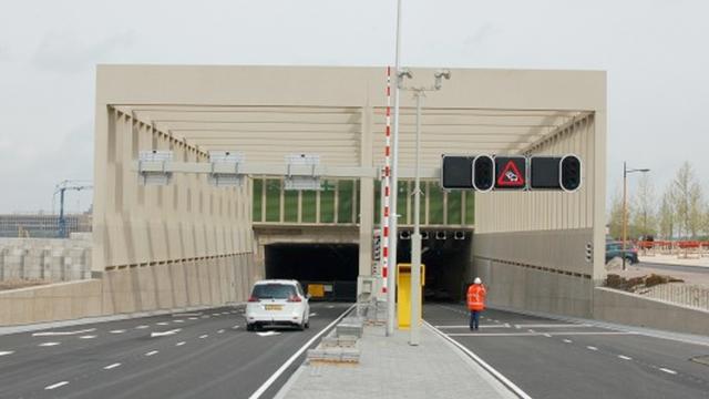 Stadsbaantunnel afgesloten vanwege scheur in glasplaat