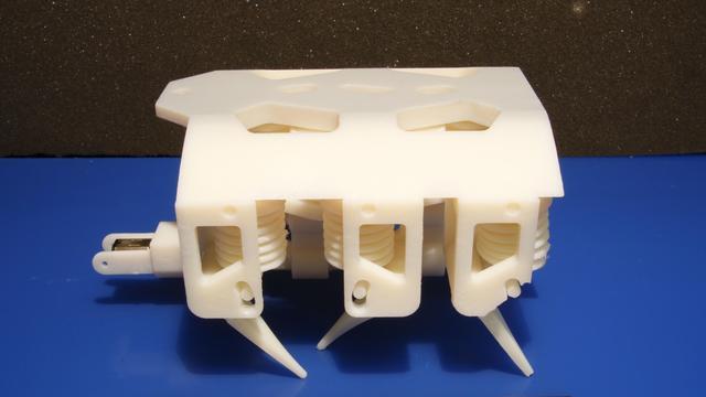 Robot komt in elkaar gezet uit 3D-printer