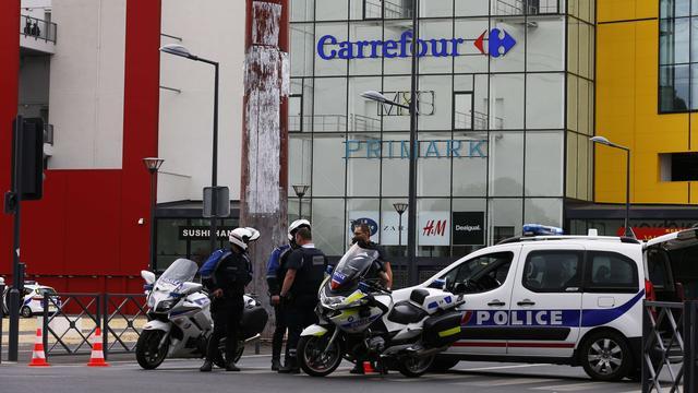 Het nieuws van 13 juli: Gijzeling in vestiging Primark in Parijs