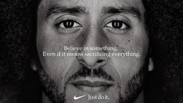 Trump bekritiseert 'vreselijke' Nike-campagne met knielende NFL-speler