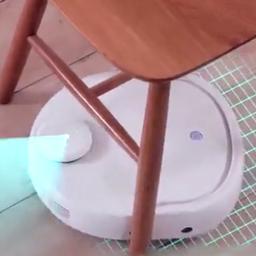 Robotstofzuiger met dweil reinigt zichzelf