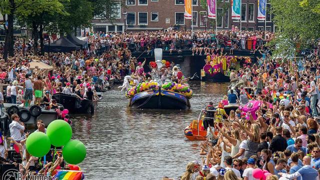 Homoseksuele imam vaart mee op botenparade Gay Pride