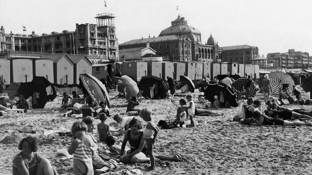 1942: Strandgangers in Scheveningen.