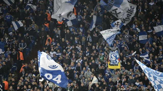 Fans Schalke 04 gaan helft lang zwijgen tegen SC Paderborn
