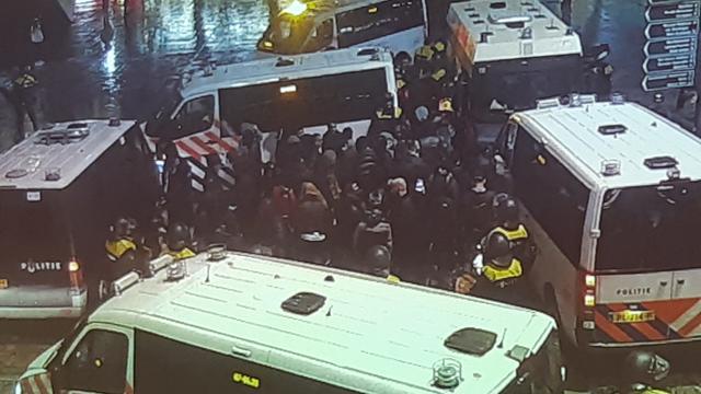 Tientallen arrestaties bij protest Koerden en Turken in Rotterdam
