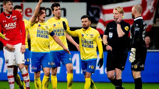 Late goal AZ afgekeurd na ingrijpen videoscheidsrechter