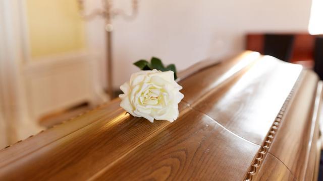 Waarom komt de huisarts schouwen als er iemand is overleden?