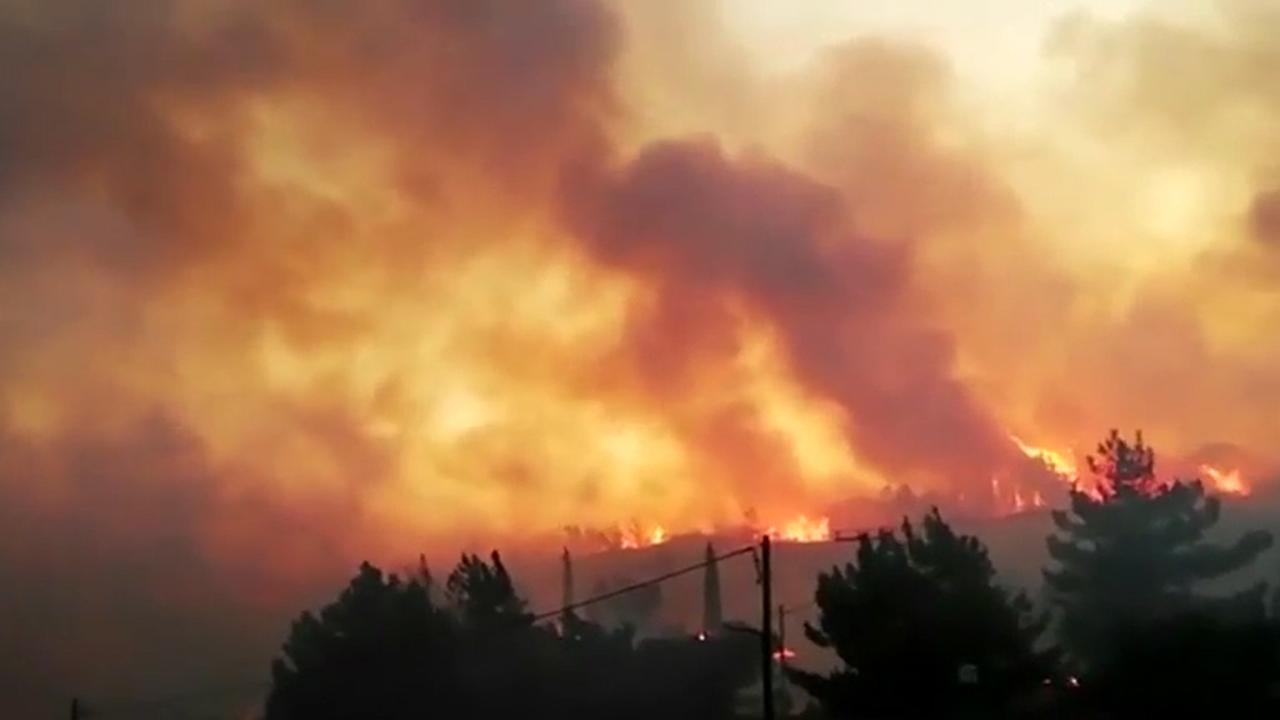 Duizenden mensen keren terug op Grieks eiland na natuurbrand