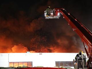 Brandweer adviseert uit rook te blijven