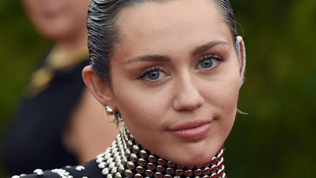 Miley Cyrus presenteert MTV Video Music Awards