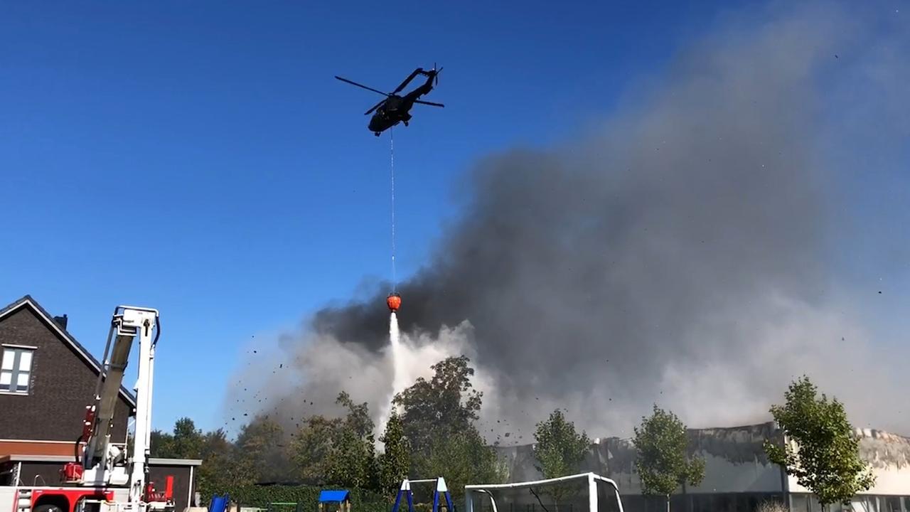 Helikopter blust grote brand Molenaarsgraaf