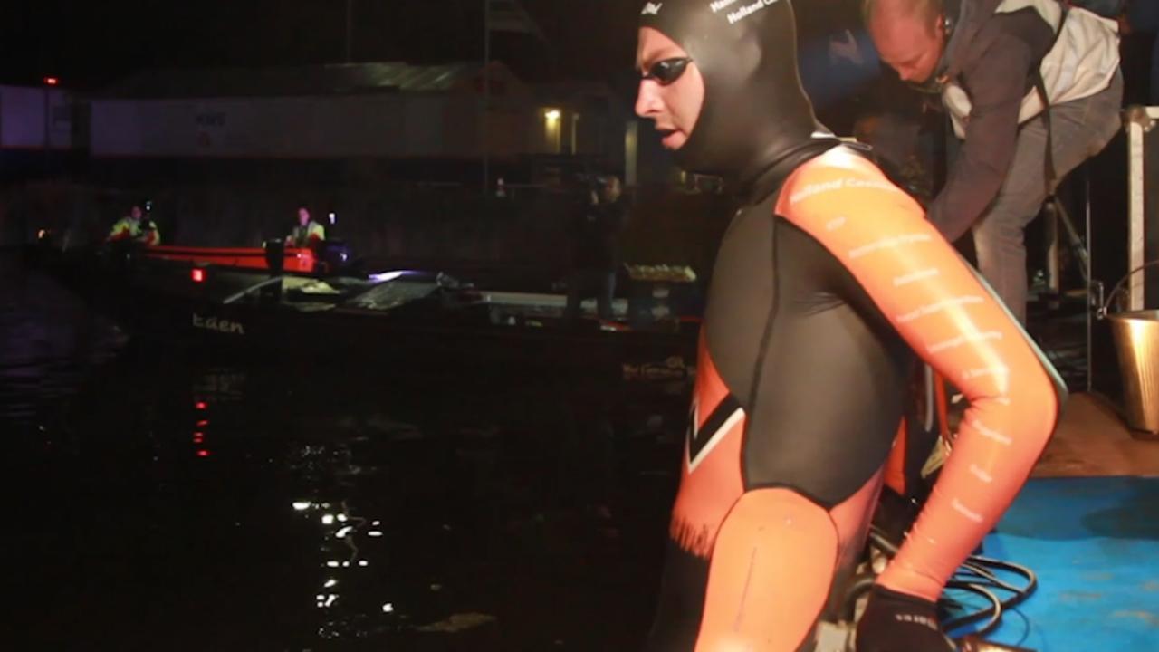 Van der Weijden staakt zwemtocht: Zijn actie van begin tot eind