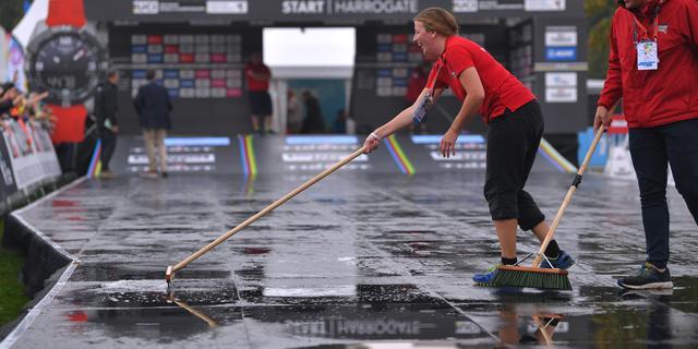 Wegwedstrijd WK wielrennen vanwege stortregen uitgesteld en ingekort