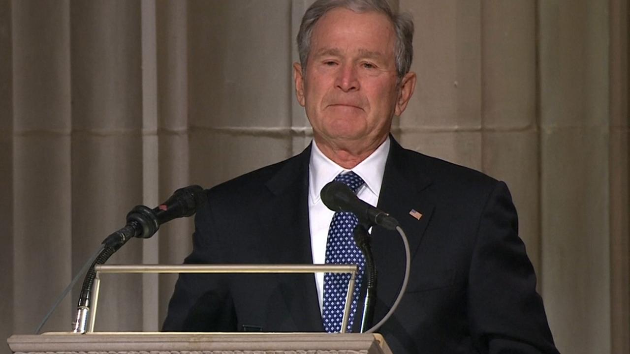 George W. Bush herdenkt vader in emotionele speech