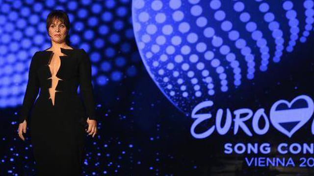 Ontwerper Tycho Boeker trots op jurk Trijntje Oosterhuis