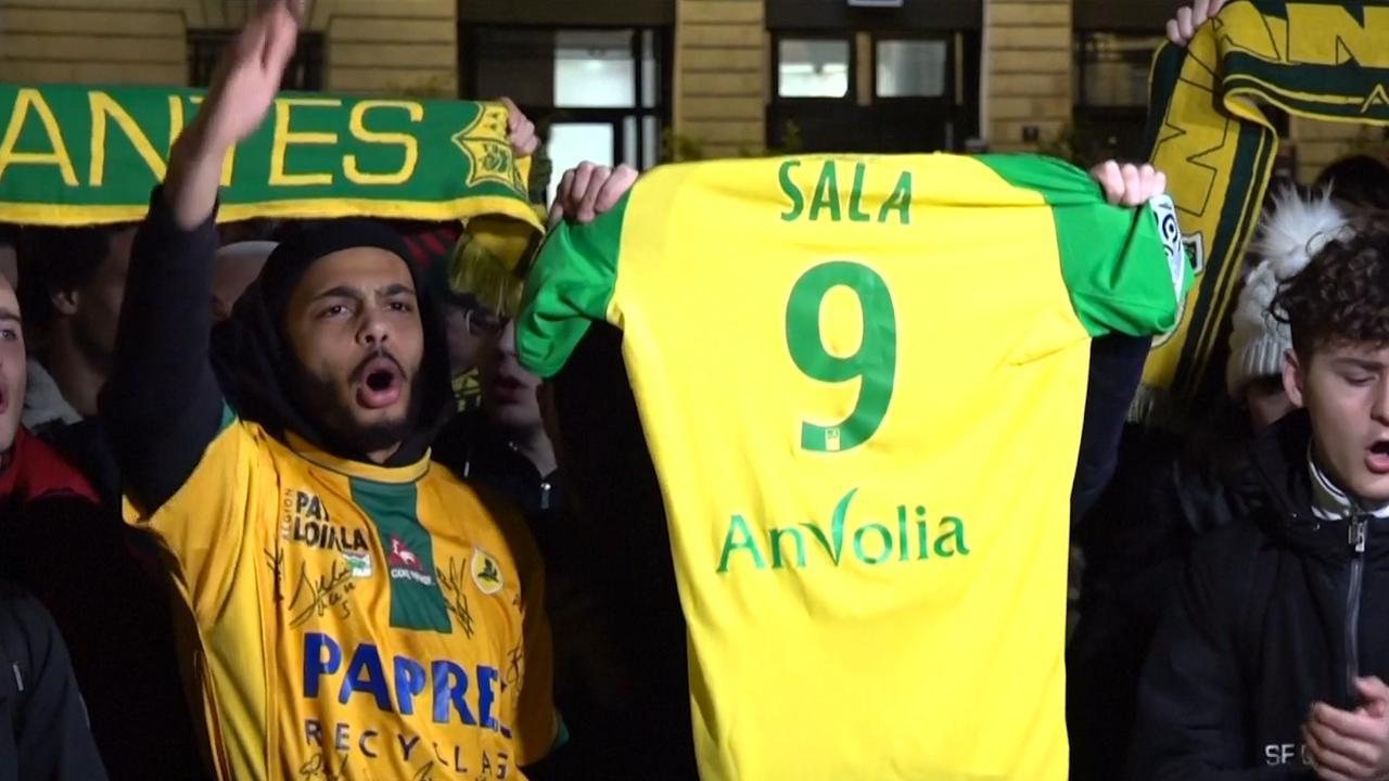 Fans Sala staan in Nantes stil bij vermissing spits