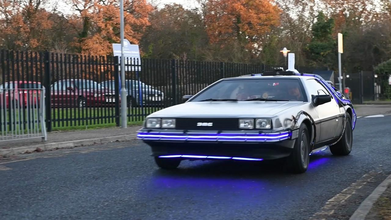 Fan bouwt de auto uit Back to the Future na