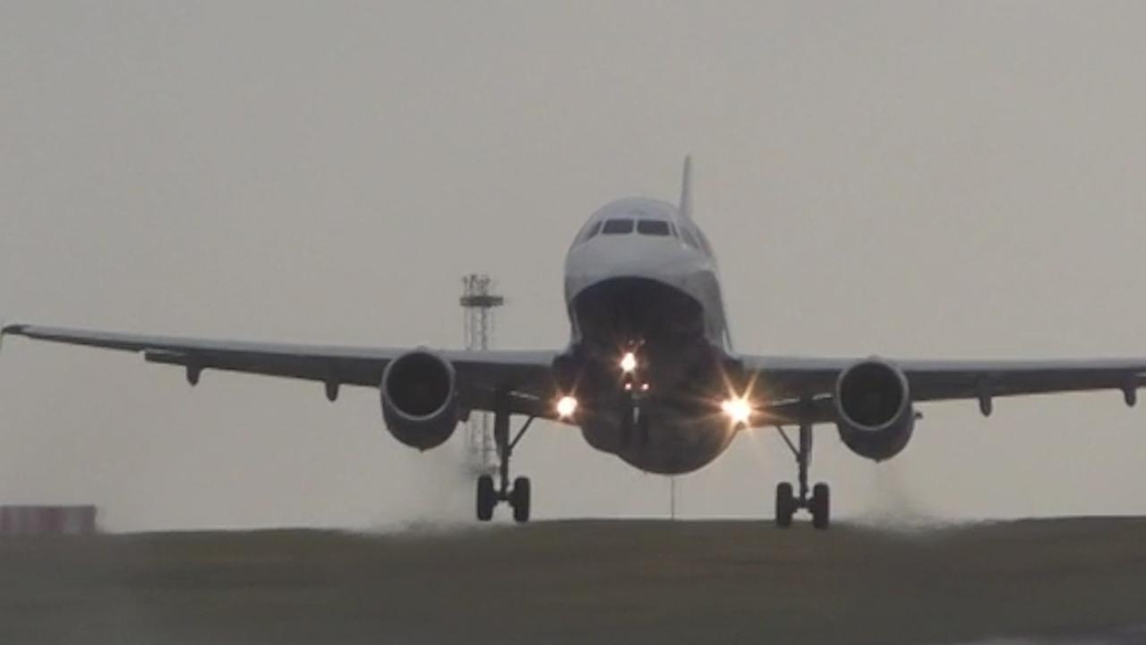 Vliegtuig breekt landing af vanwege hevige wind in Leeds