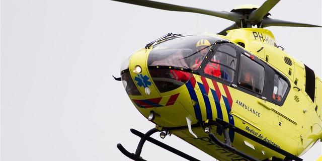 Man (18) in kritieke toestand naar ziekenhuis na afbreken balkonhekje