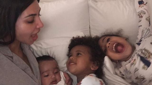 Socialemediaoverzicht: Kim Kardashian in bed en Klaas van Kruistum stuitert