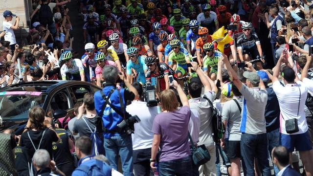 Spectaculaire on-bike beelden van eerste week Giro d'Italia