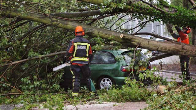 Veel meldingen voor hulpdiensten vanwege zomerstorm