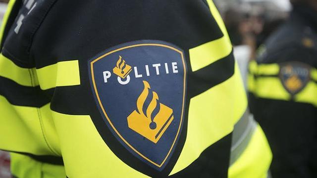 Explosief ontploft onder auto in Amsterdam