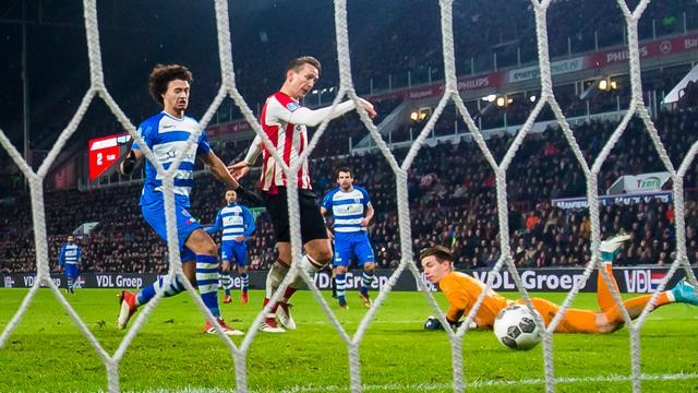 De Jong gelooft door ijzersterke thuisreeks PSV heilig in landstitel