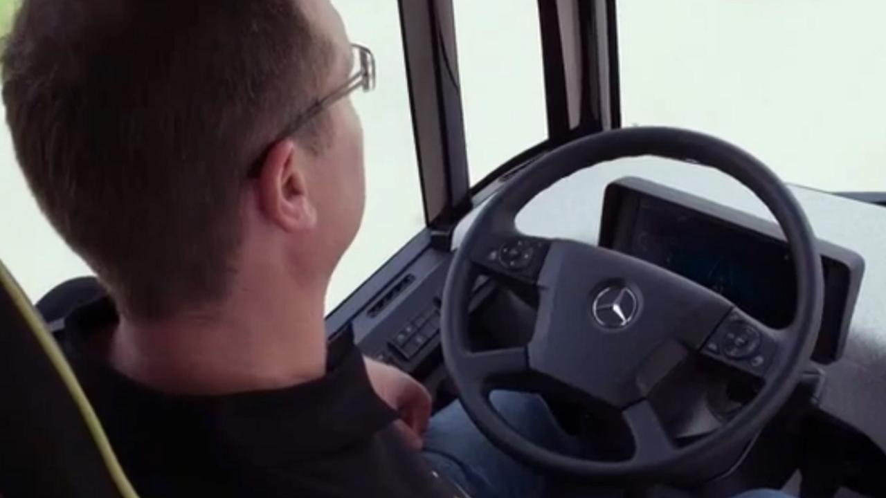 Zelfrijdende bus van Daimler getest in Nederland
