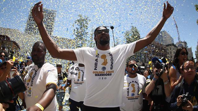 Sterspeler Durant langer bij NBA-kampioen Golden State Warriors