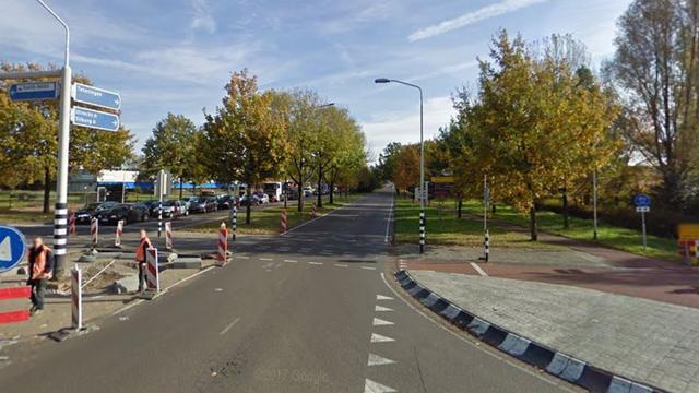 Verkeer Nieuwe Kadijk gestremd door ongeval met meerdere auto's