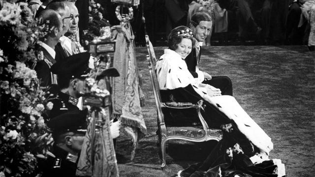 Vanavond op televisie: De zware jas van Beatrix