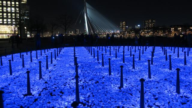 Tijdelijk monument voor Holocaustslachtoffers onthuld in Rotterdam