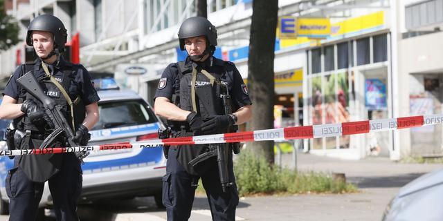 Man valt mensen aan met mes in Hamburg, zeker één dode