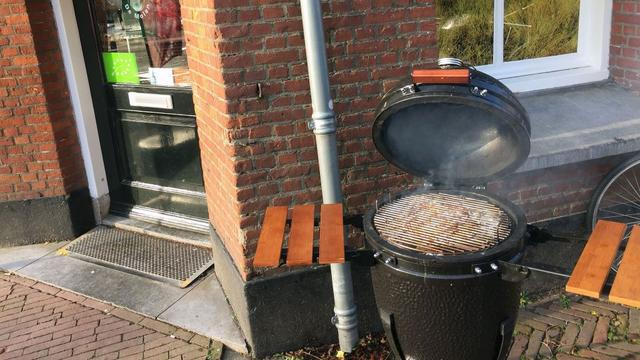 Vijf kilo vlees gestolen van barbecue bij slagerij in Adelaarstraat