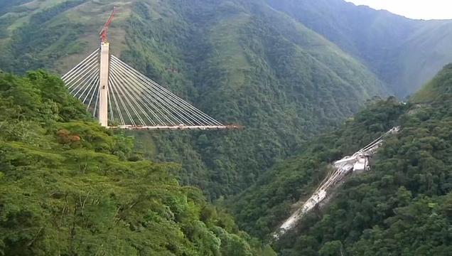 Grote schade nadat brug in aanbouw instort in Colombia