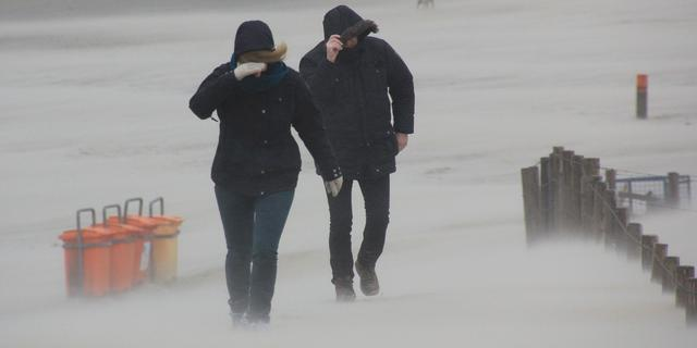 KNMI geeft code geel af voor zware windstoten op maandag