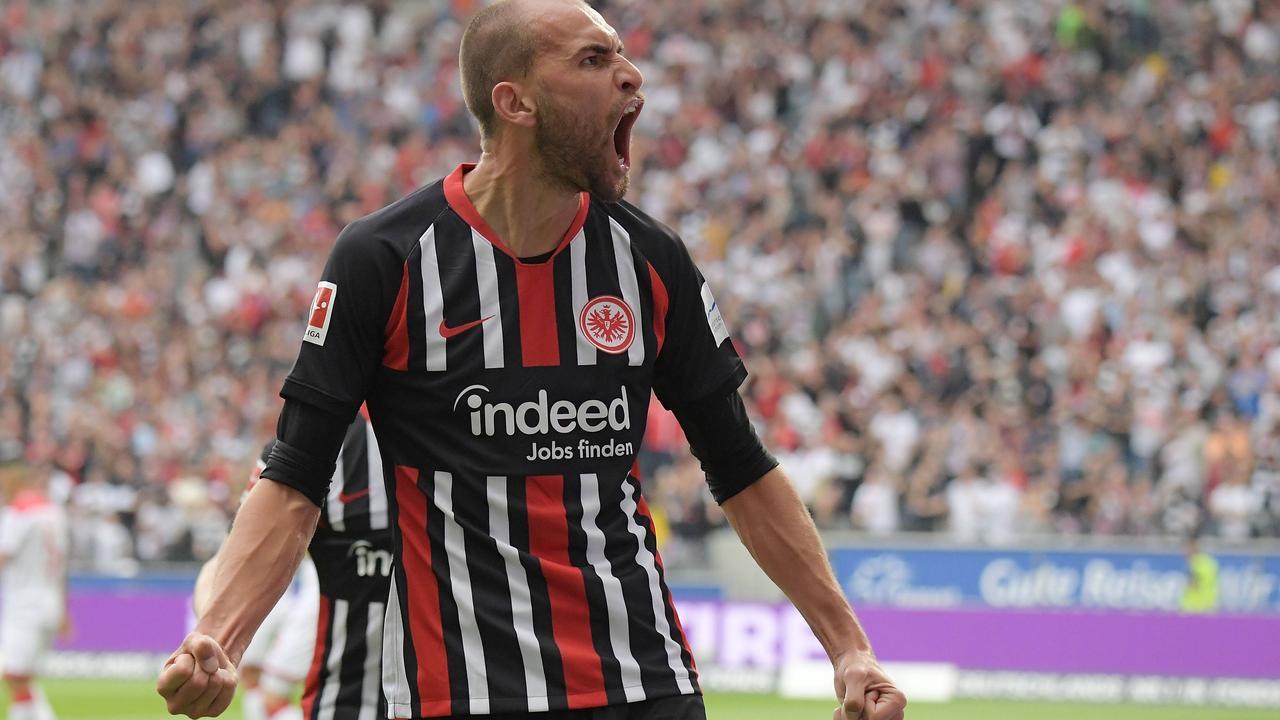 Dost maakt belangrijke goal bij debuut voor Eintracht Frankfurt