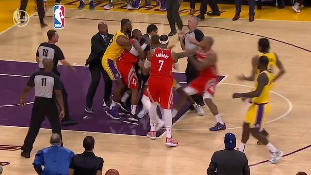LeBron James houdt vechtersbazen uiteen tijdens wedstrijd