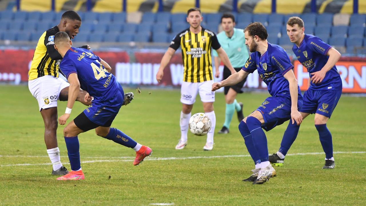 Eerste zege Vitesse sinds 23 januari, Twentse derby krijgt geen winnaar - NU.nl