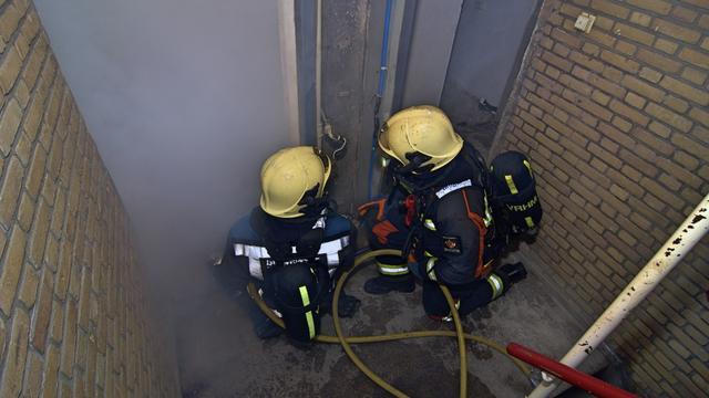Brandweer houdt oefening in pand aan Lage Zijde