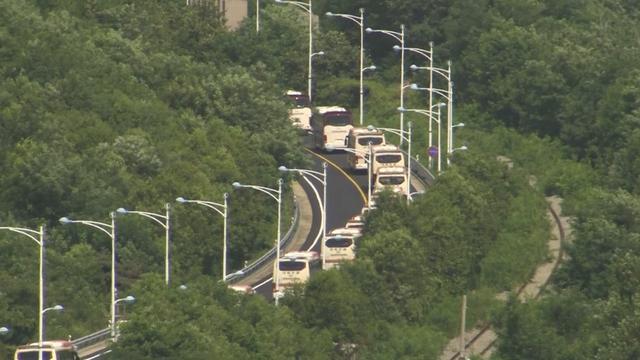 Bussen vol Zuid-Koreanen onderweg naar Noord-Korea voor reünie