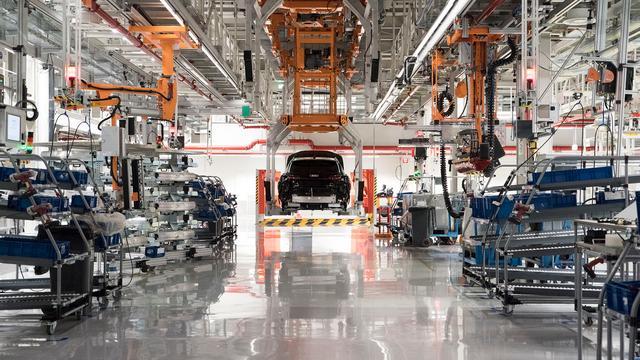 UBS: 'In 2024 productiekosten elektrische auto en brandstofmodel gelijk'