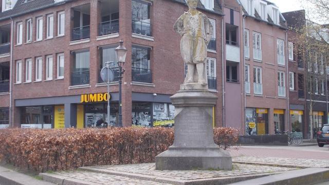 Beeld Adriaan van Bergen in Etten-Leur krijgt opknapbeurt