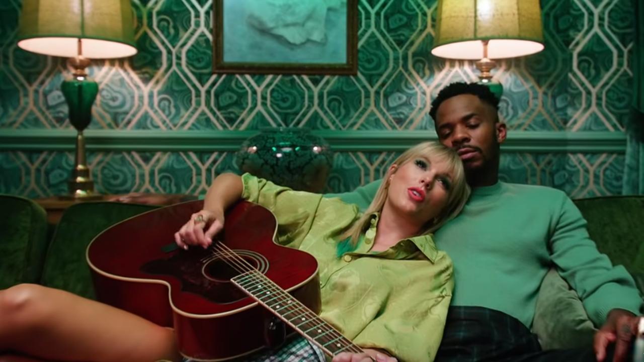 Beluister Lover van Taylor Swift